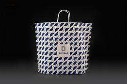 简单俏皮图样的纸袋设计