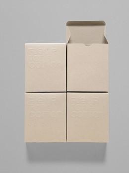 無印刷打凸設計 營造簡約質感