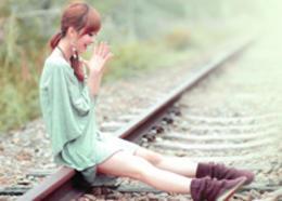 Photoshop给外景美女加上甜美的淡调粉绿色