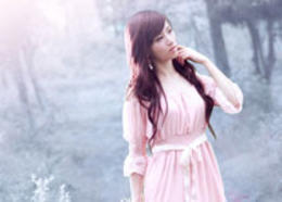 Photoshop打造梦幻的淡蓝色树林美女图片