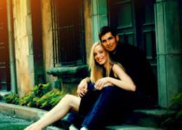 Photoshop給建筑邊的情侶加上歐美暗青色
