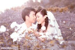 Photoshop调出复古紫褐色玫瑰园中的情侣照片