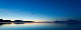 梦幻大海远山蓝色美景