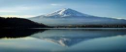 唯美梦幻日本富士山湖畔旅游海报背景图
